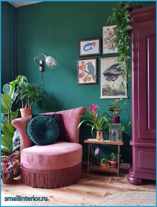 Интерьер в бордовых и зеленых тонах