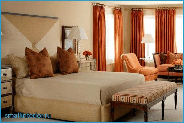 Оранжевые шторы в коричневой спальне