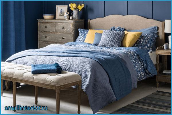Серо-голубая спальня с акцентами