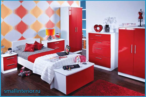 Стильная мебель в красной спальне