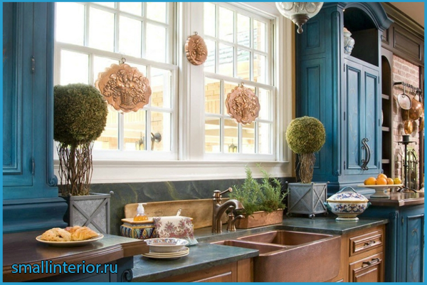 Коричнево-синяя кухня