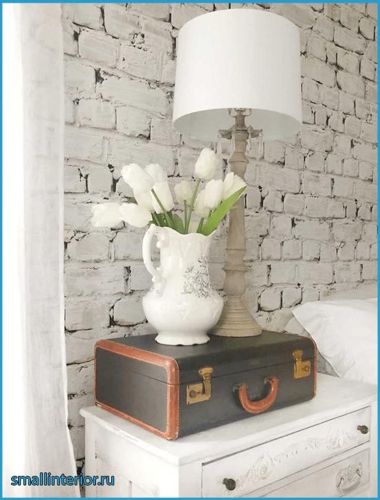 Кирпичная отделка в спальне