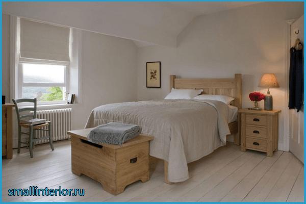 Спальня с деревянной мебелью